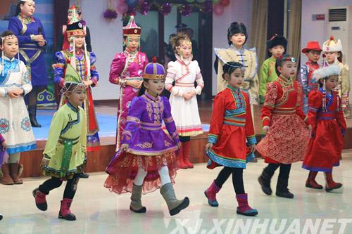 新疆博湖县蒙古族服饰惊艳祖鲁节