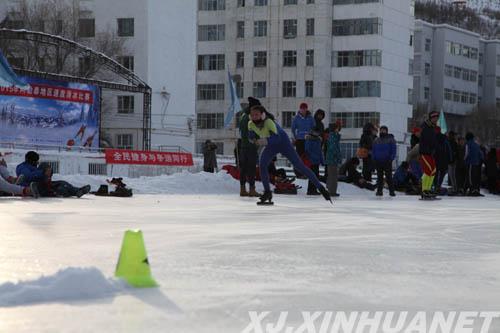 """新疆阿勒泰速度滑冰比赛燃起冬季里的""""一把火"""""""