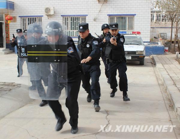 巴楚铁警以练促战 全力确保旅客安全