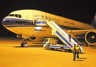 吐鲁番机场升级,首降波音777宽体客机