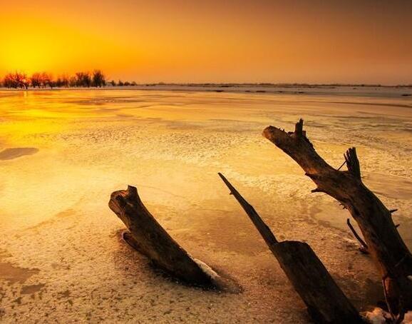晚霞中的新疆额敏河美如仙境