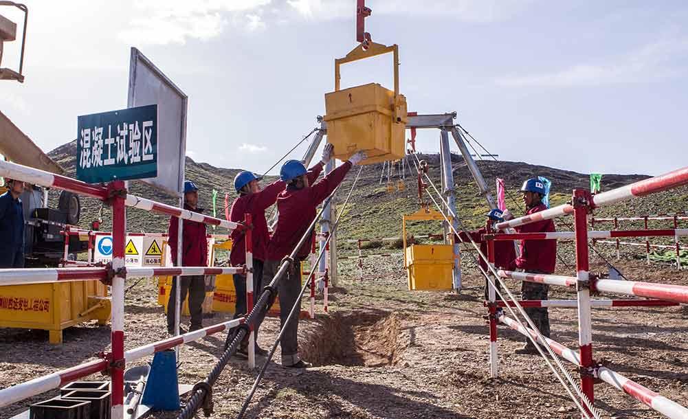 昌吉-古泉±1100千伏特高壓直流輸電線路全線鐵塔建設即將完成