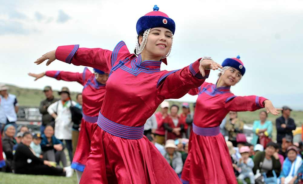 新疆乌兰牧骑队:扎根草原见证变迁