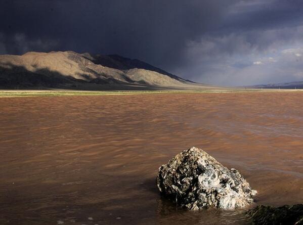 新疆伊吾縣:神秘的幻彩湖風光秀美