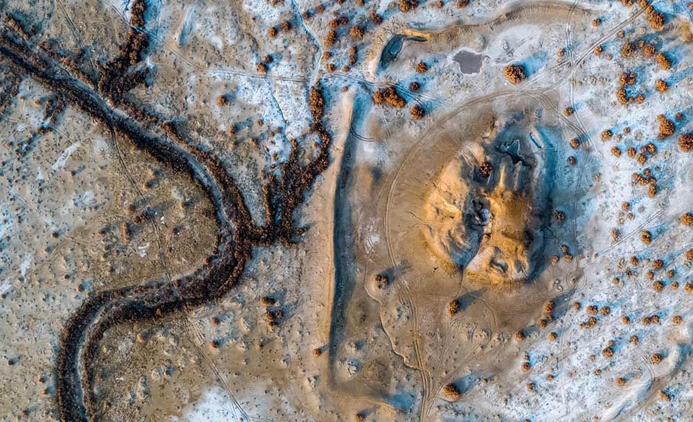 考古學者探尋漢代西域都護府城址遺跡