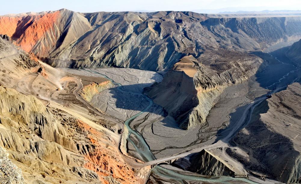 烏沙安集海大峽谷:大自然鬼斧神工造就奇觀