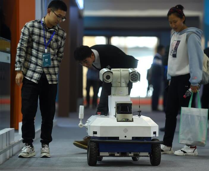 機器人各顯神通