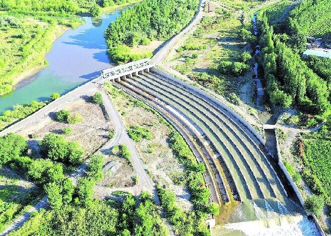 瑪納斯河生態輸水