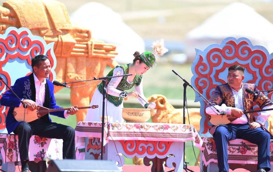 新疆福海百萬阿勒泰羊轉場文化旅遊節開幕